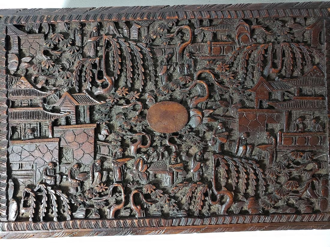 A very fine carved chinese wooden box with figures - 8