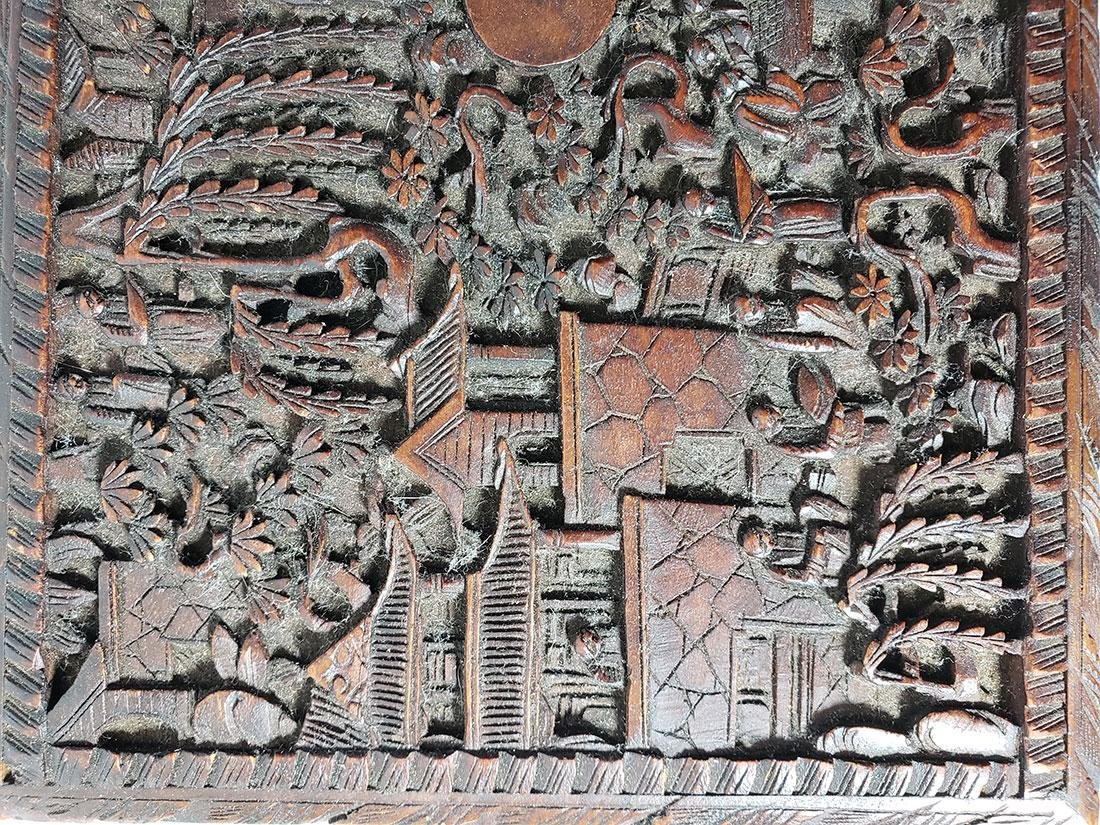 A very fine carved chinese wooden box with figures - 9