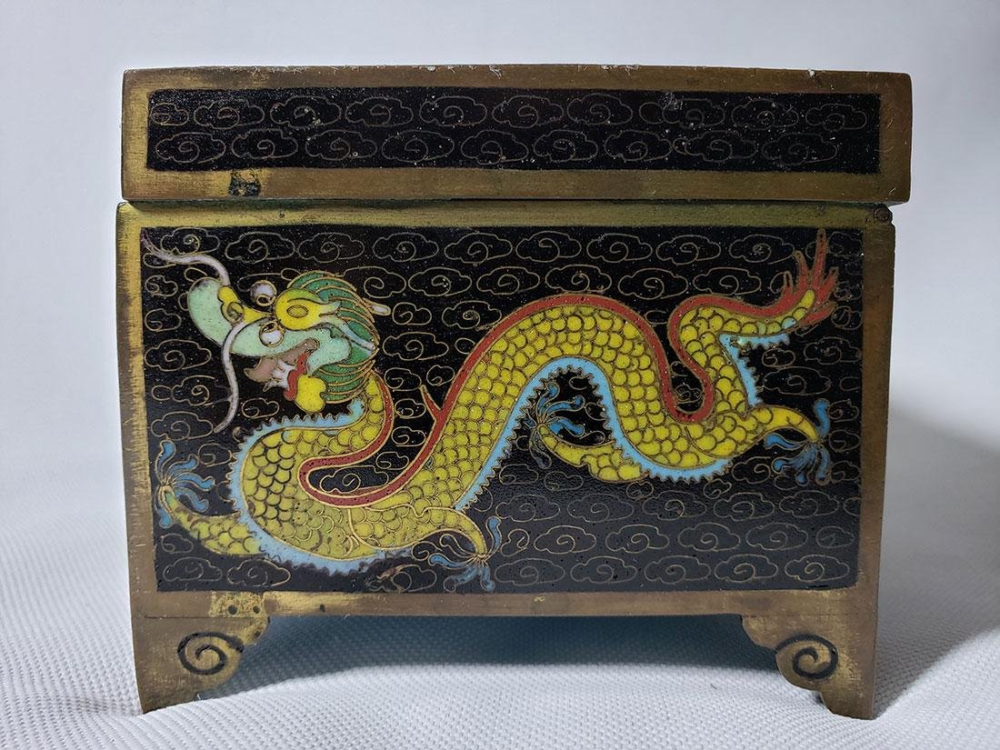 A fine vintage Chinese cloisonne box with dragons - 3
