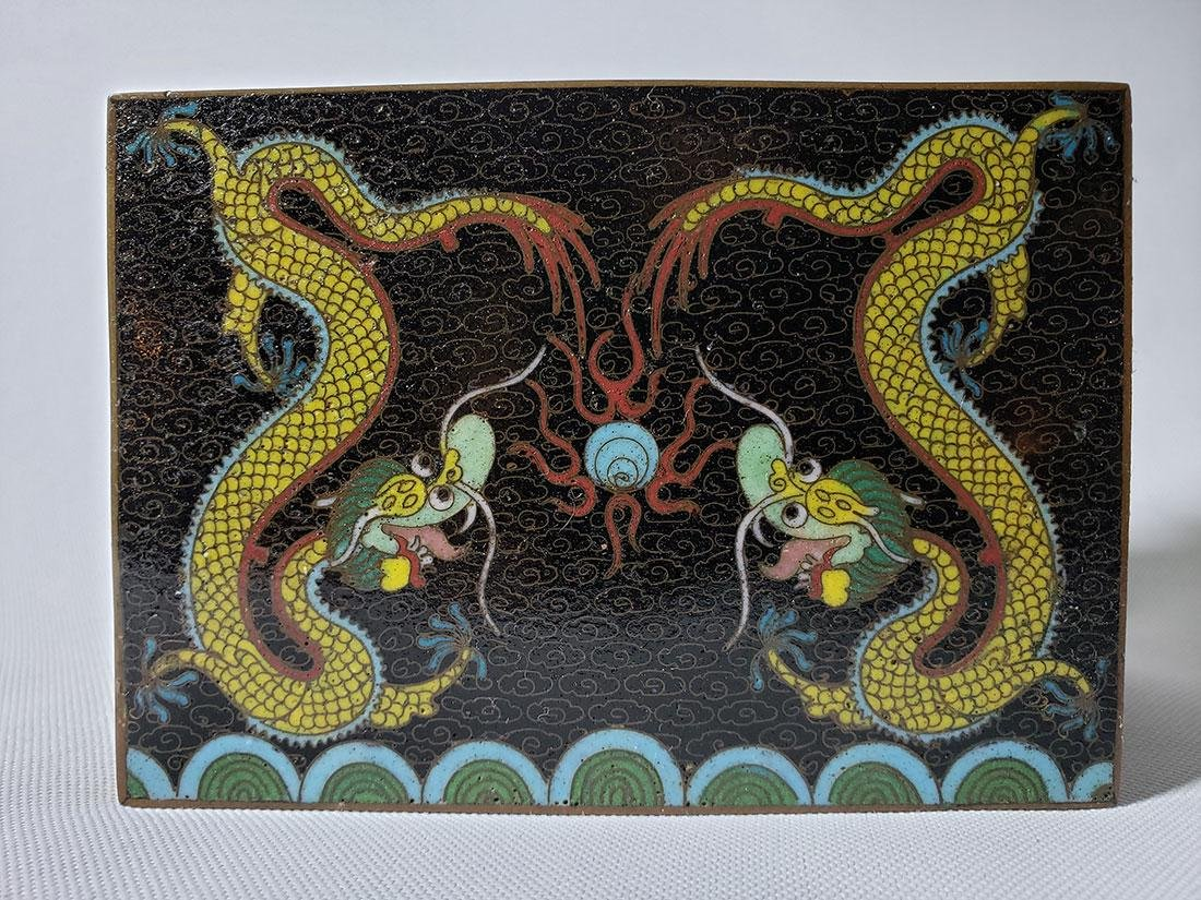 A fine vintage Chinese cloisonne box with dragons - 5