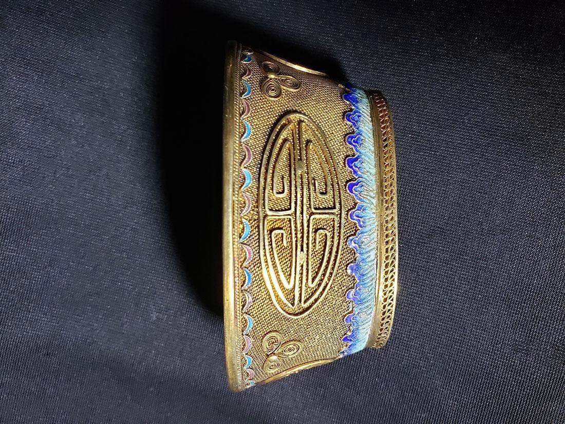 A very fine Chinese enamel sterling dresser set 1900-20 - 9