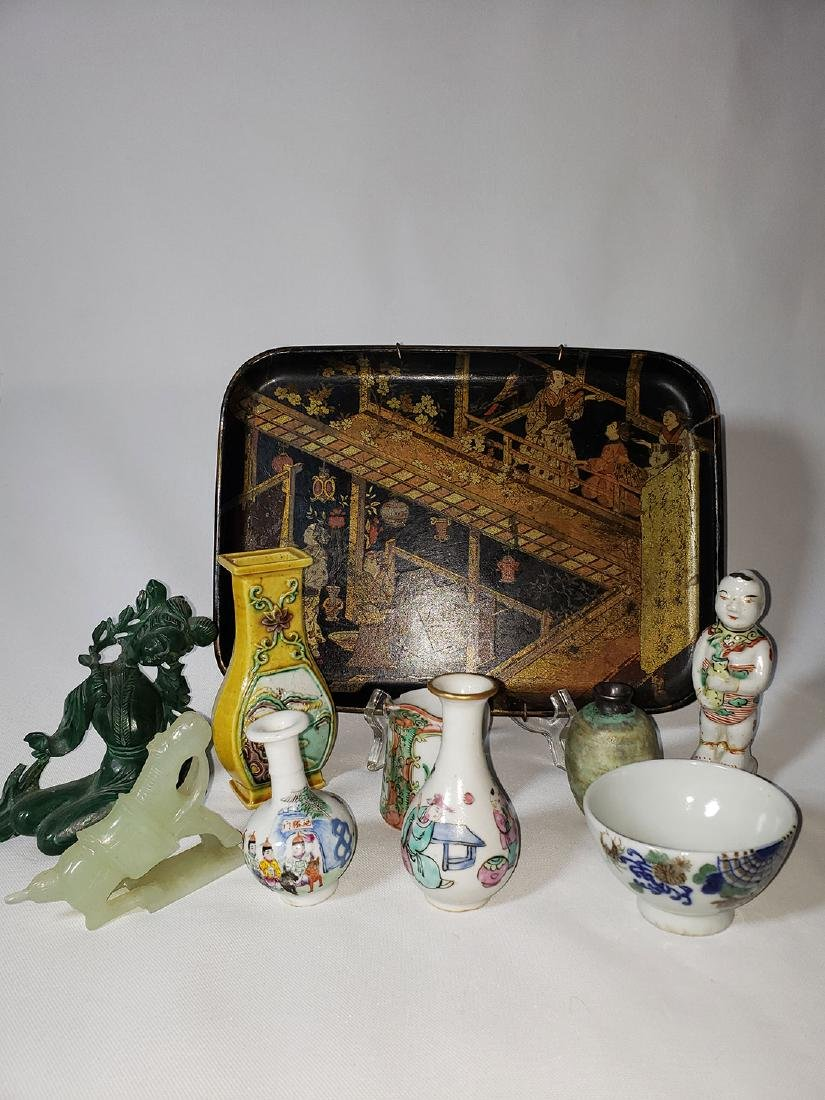 Lot of 10 Chinese / Japanese porcelain grouping
