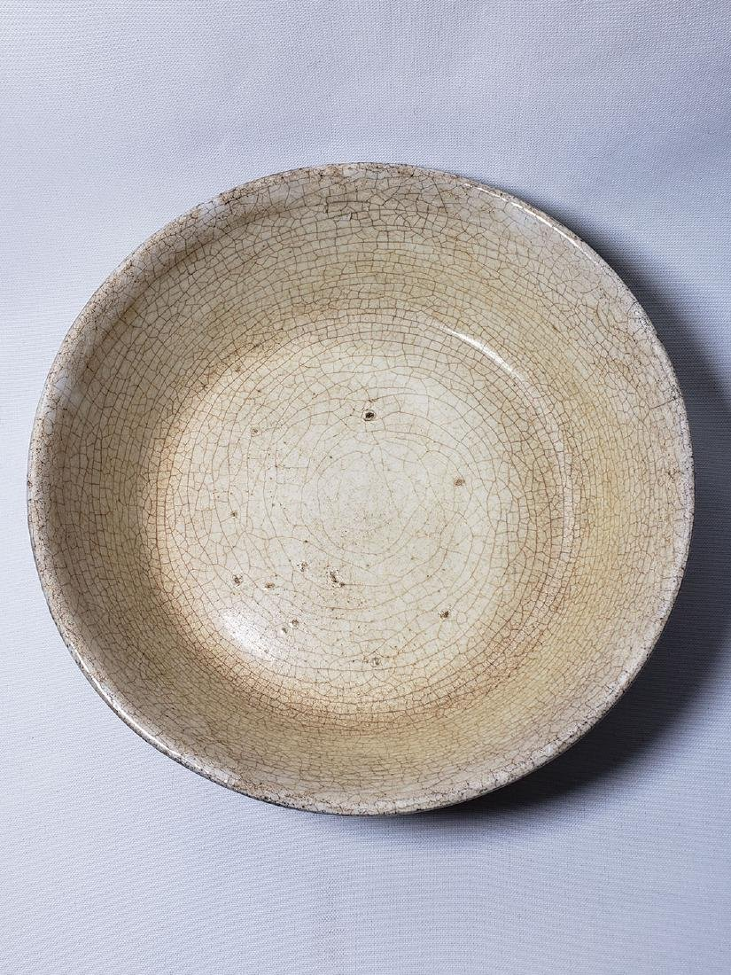 A Chinese Ge type crackle glaze porcelain bowl
