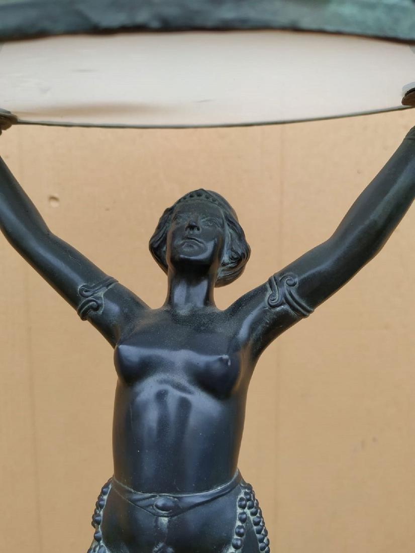 A Fine Art Deco Bronze Figural Lamp 1920 - 2