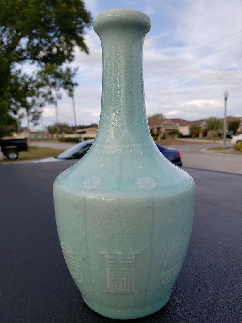 A fine Chinese celadon vase Qianlong Mark - 2