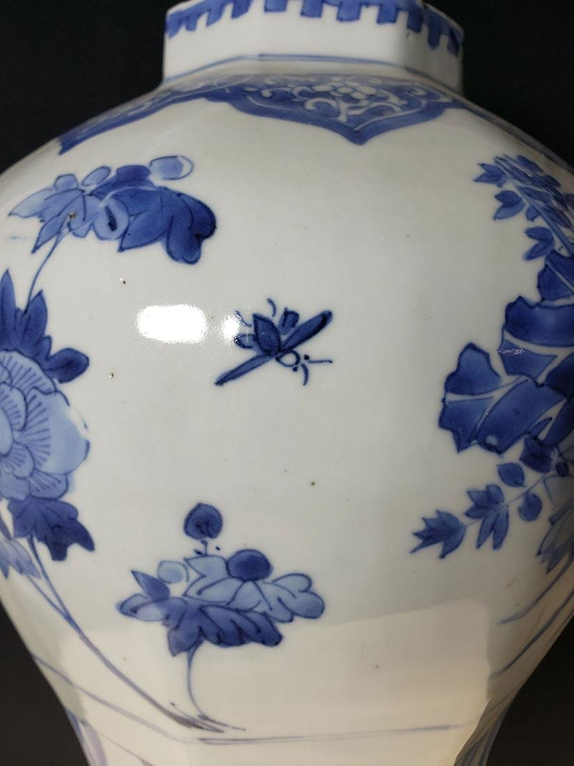 A fine transitional Chinese blue & white vase 1630-1683 - 7