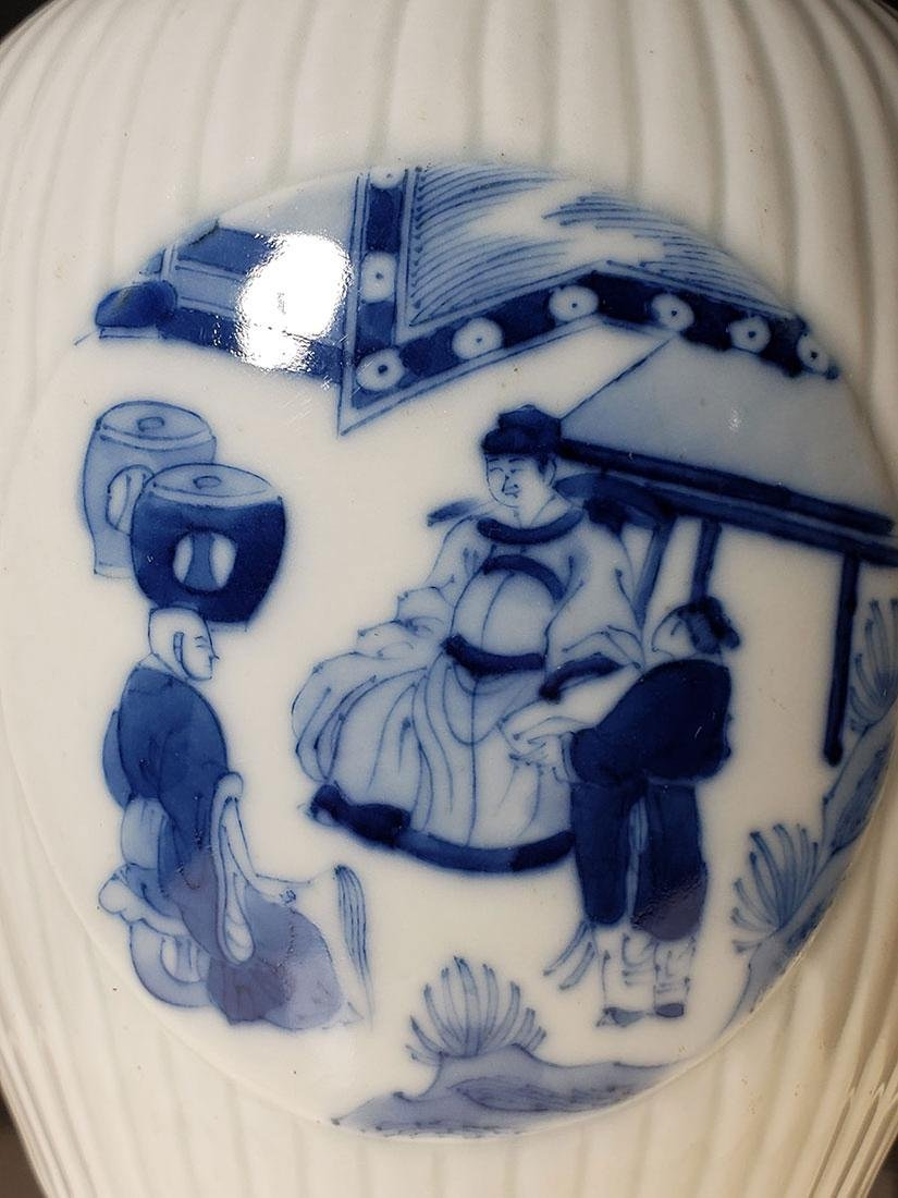 A very fine Chinese blue and white glazed vase 19th C - 2