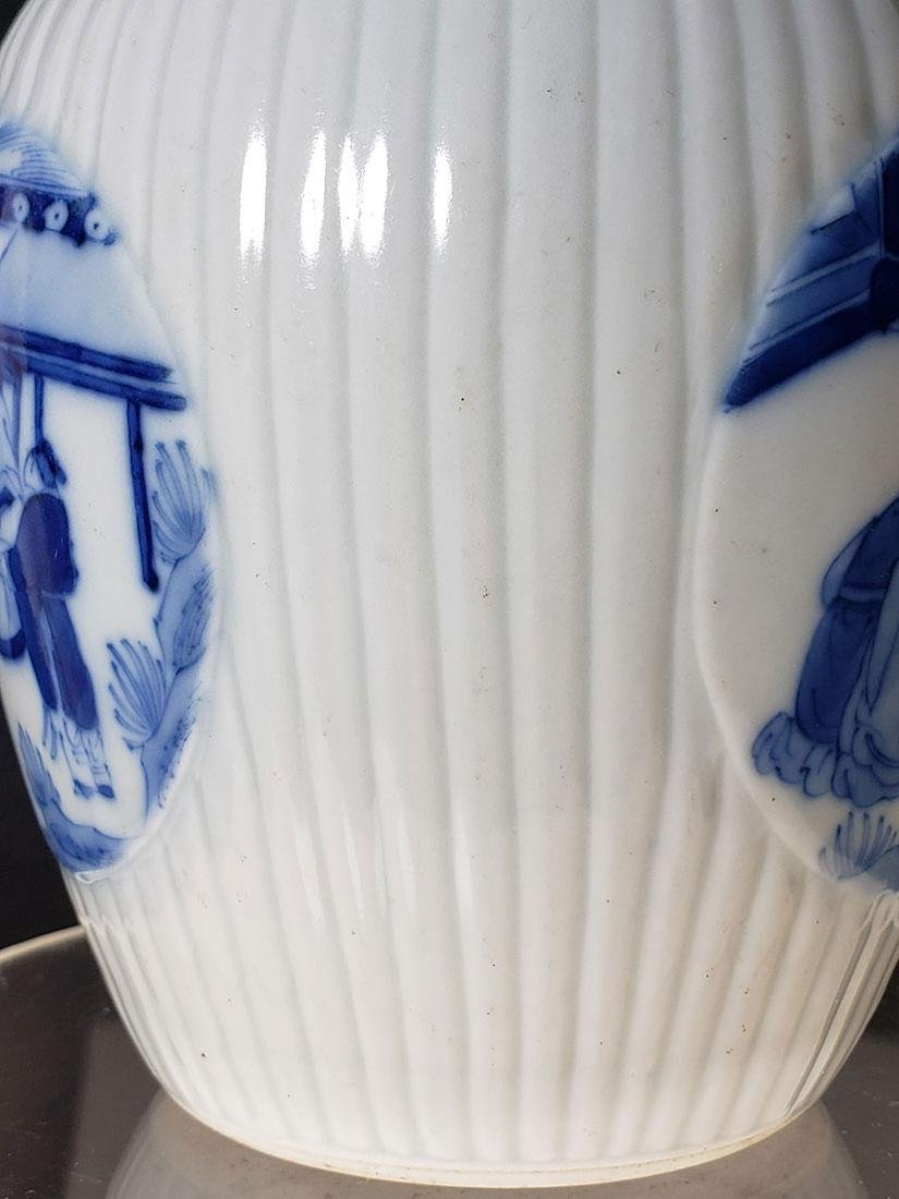 A very fine Chinese blue and white glazed vase 19th C - 3