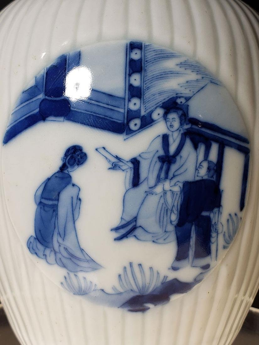 A very fine Chinese blue and white glazed vase 19th C - 4