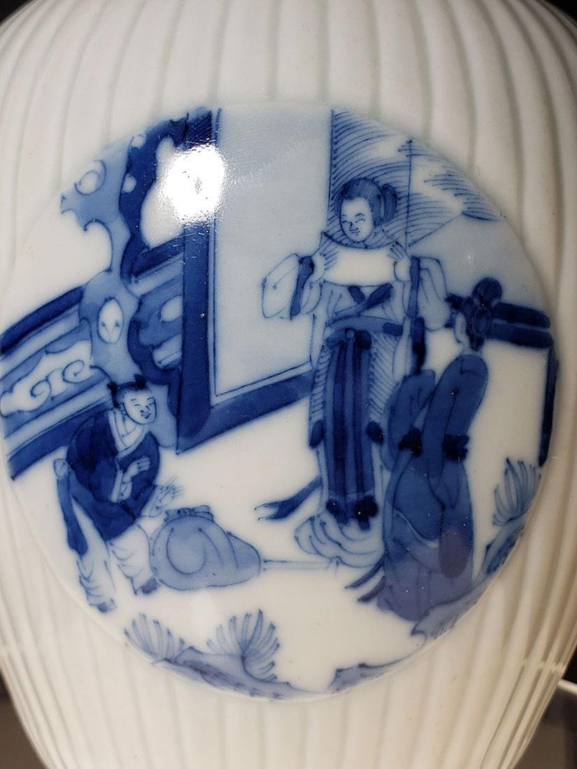 A very fine Chinese blue and white glazed vase 19th C - 5
