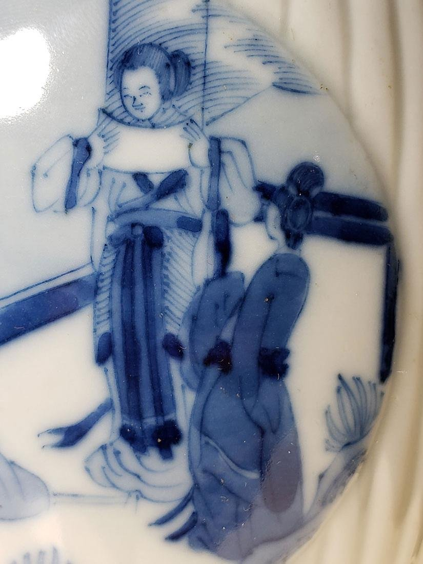 A very fine Chinese blue and white glazed vase 19th C - 6