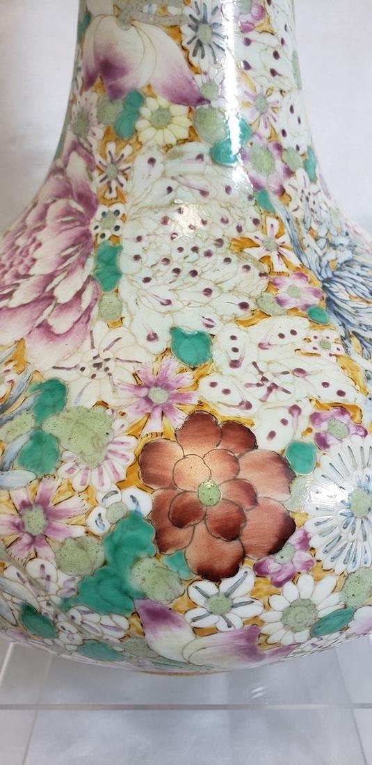 A Fine Chinese Famille Rose Millifleur  Vase 19 c - 10