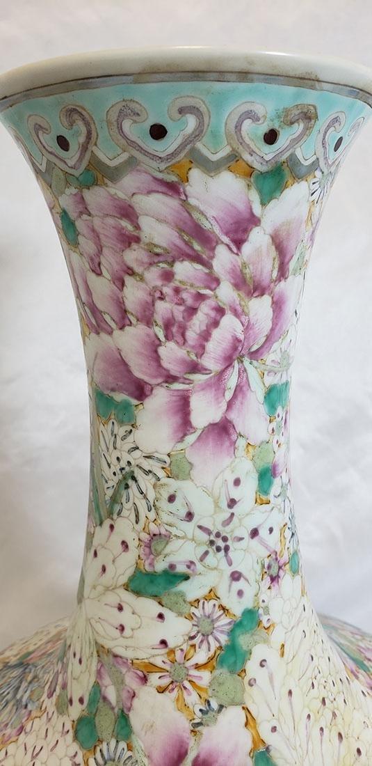 A Fine Chinese Famille Rose Millifleur  Vase 19 c - 2