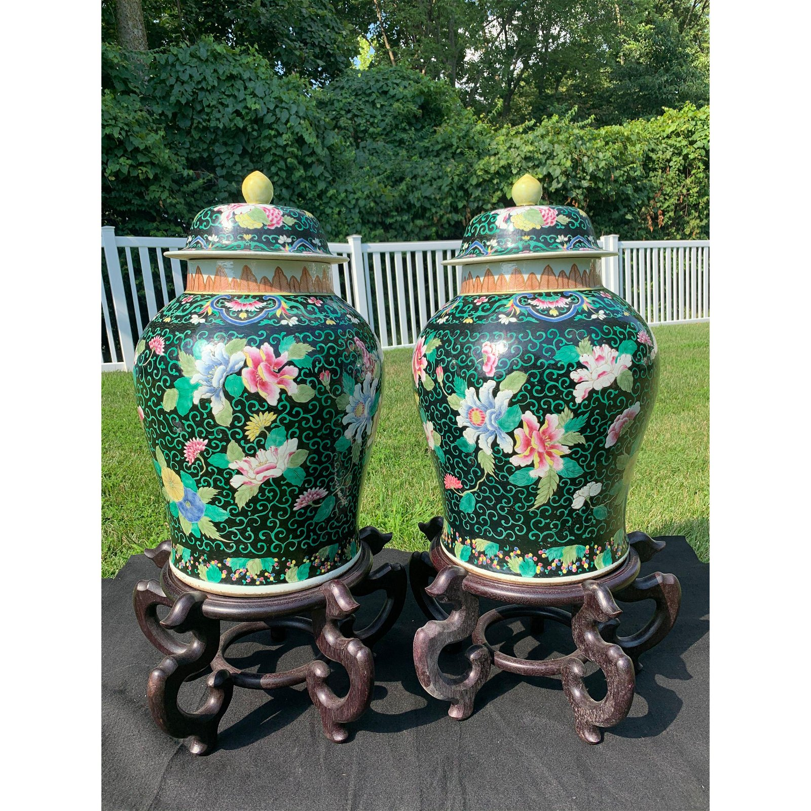 A fine pair of Chinese Porcelain Covered Vases Qing Pd