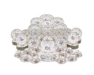 A Herend porcelain dinner service Vieux Bouquet Saxe