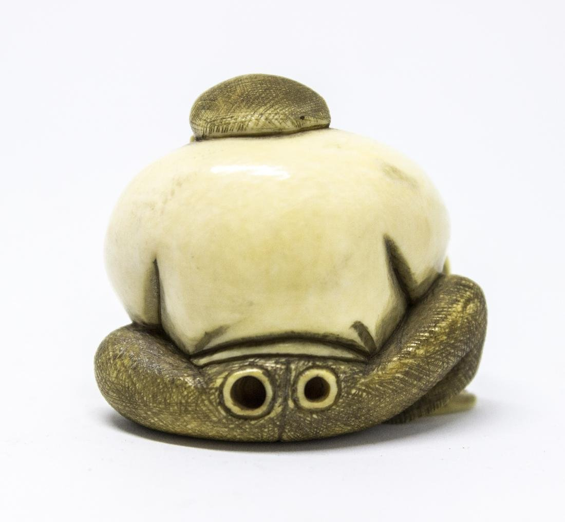 Japanese bone Netsuke , a painter - 3