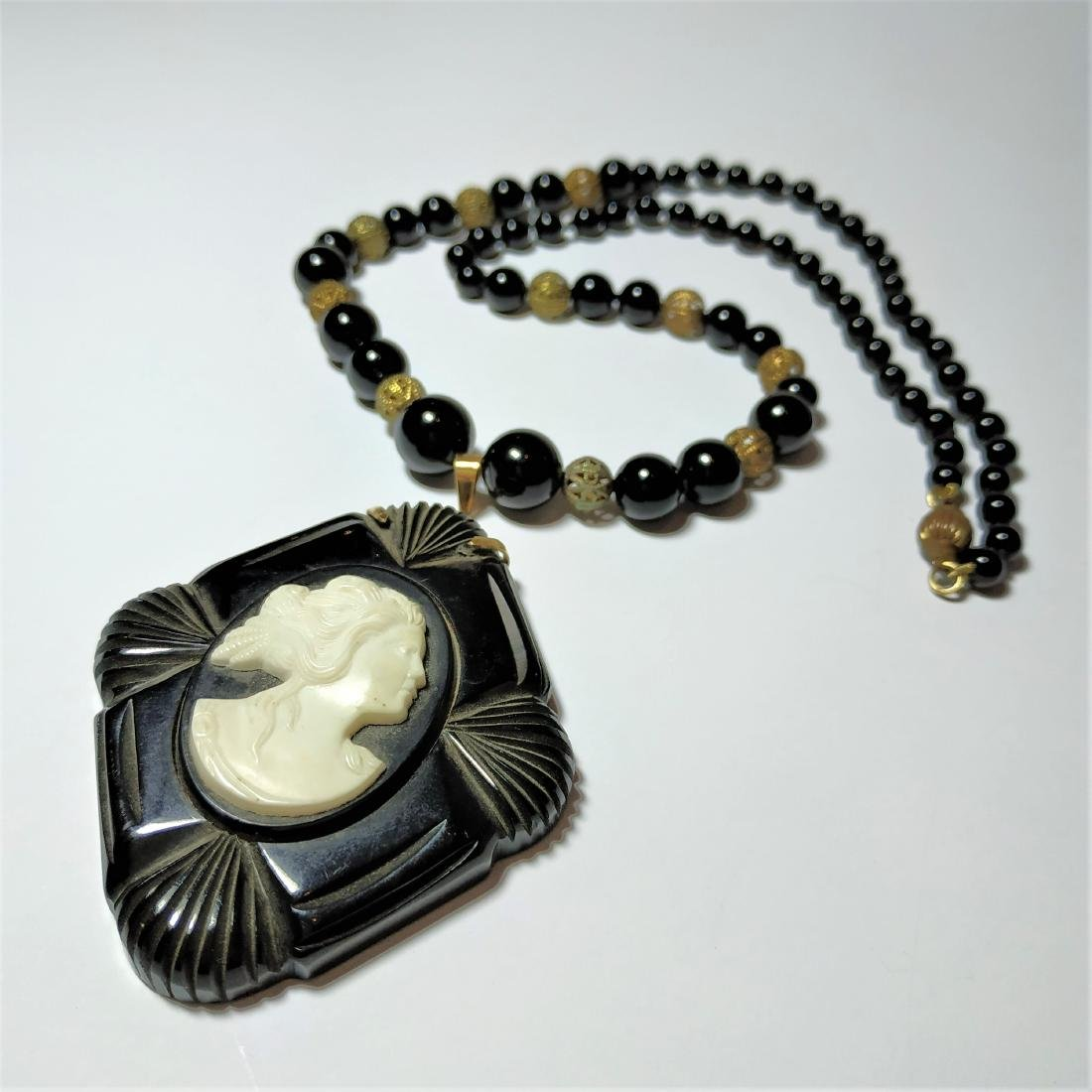 A ancient necklace and pendant - gold, Onyx, jet, bone