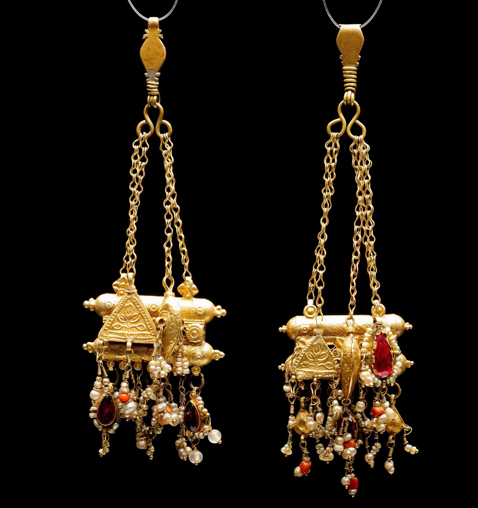 A rare pair of gold filigree,coral and corundum amulet