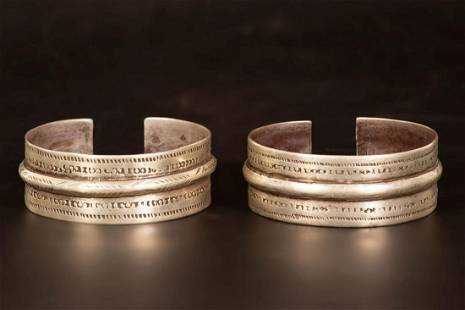 A pair of silver cuff bracelets - Egypt