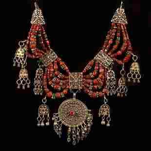 A silver and coral Lazem necklace - Yemen 1900