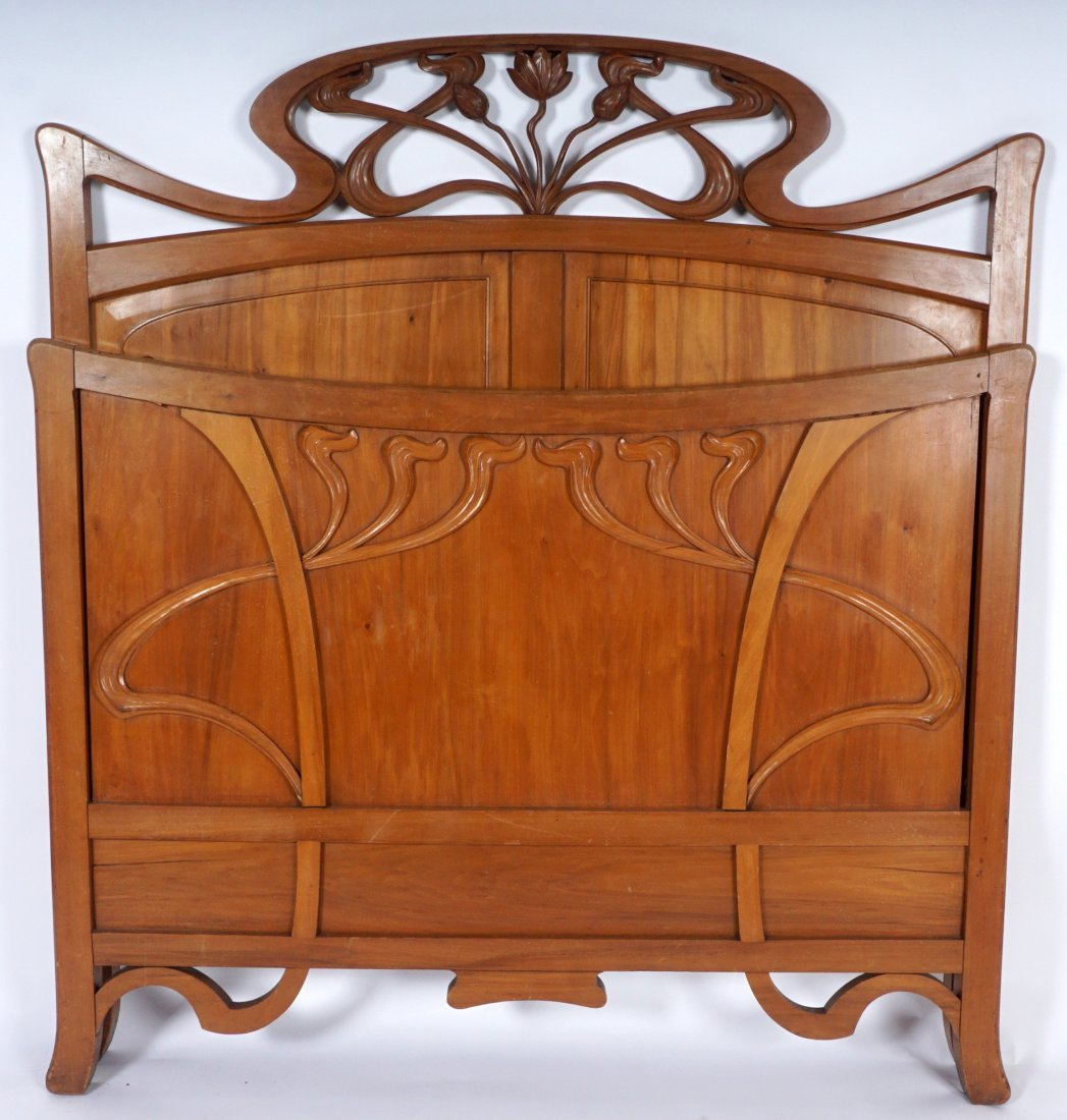French Art Nouveau Carved Walnut Bedroom Suite - 10