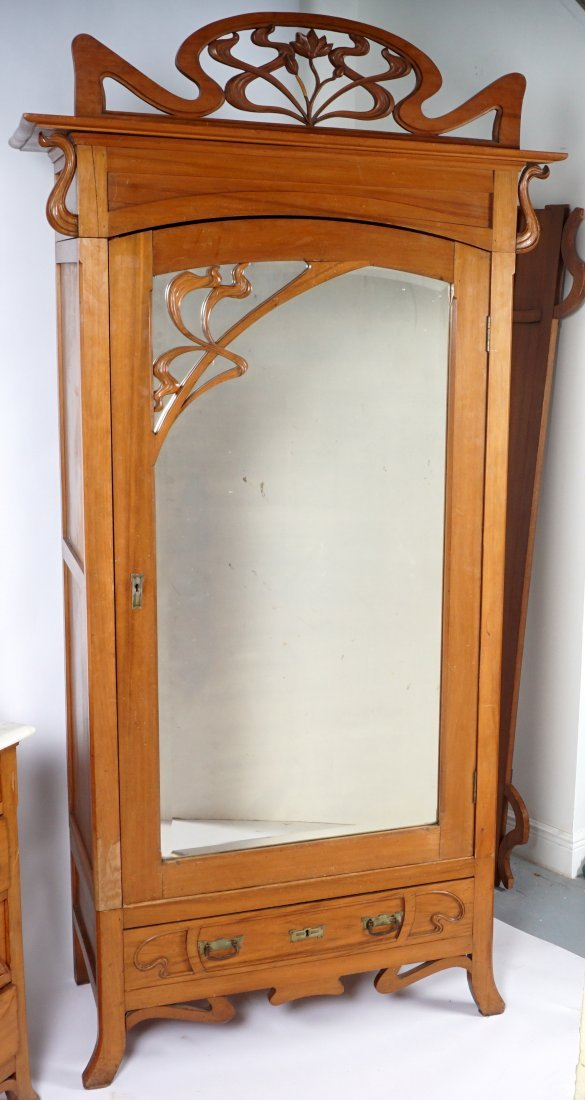 French Art Nouveau Carved Walnut Bedroom Suite - 7
