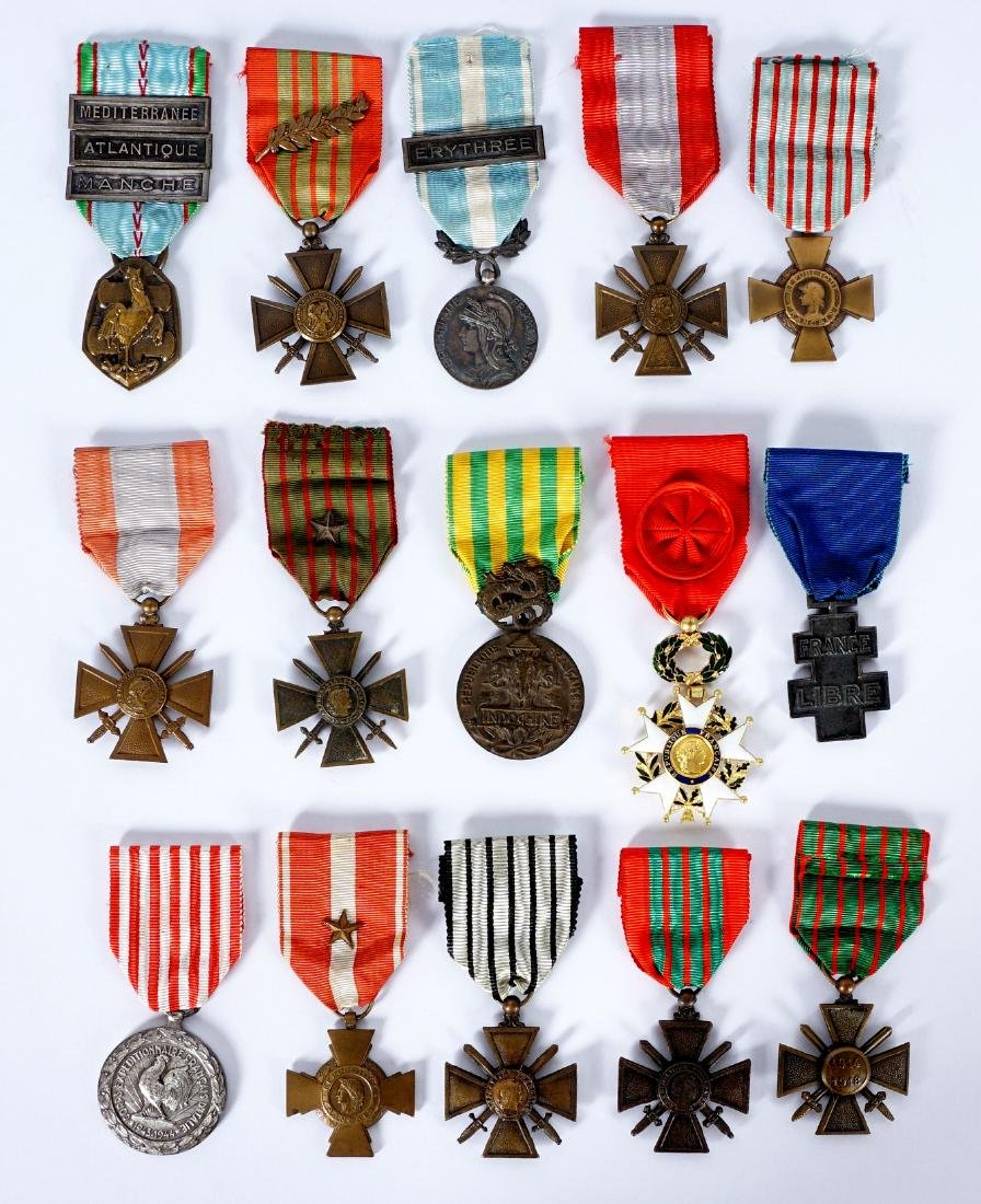 Collection of 15 French WWI / WWII Medals