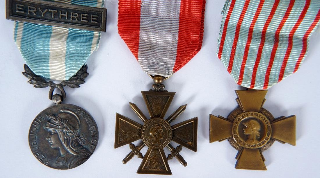 Collection of 15 French WWI / WWII Medals - 4