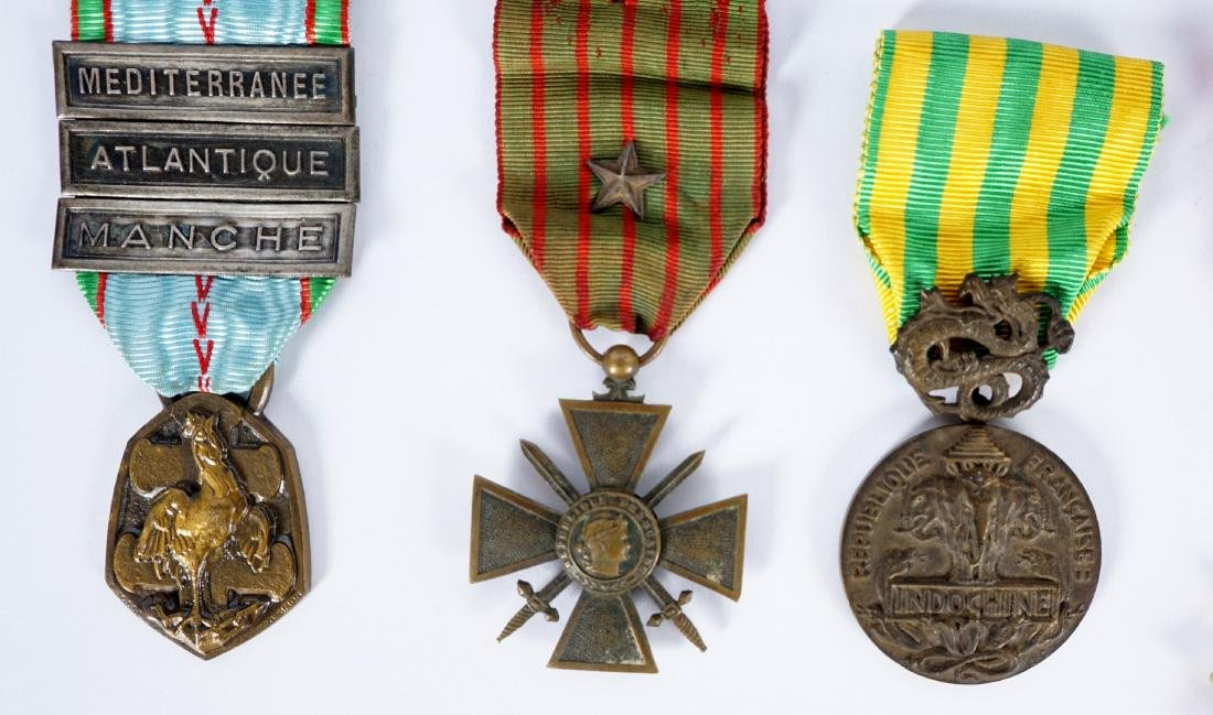 Collection of 15 French WWI / WWII Medals - 6