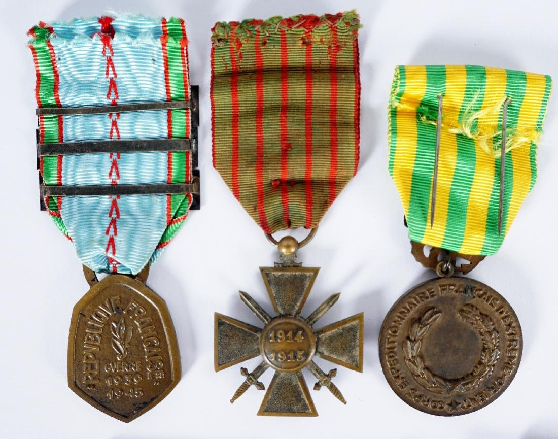 Collection of 15 French WWI / WWII Medals - 7