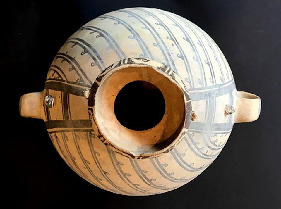 "18 3/4"" H. Amphora Jar.  Peru.  Ex-Rick Fitzgerald. - 5"