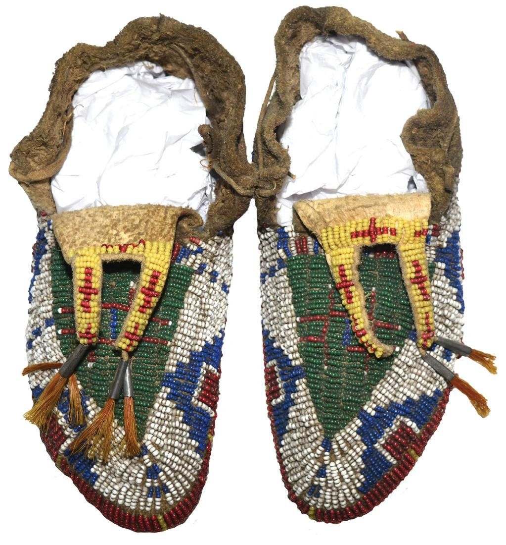 "7 3/8""  Women's Moccasins. Fully beaded.  Earl Townsend - 3"