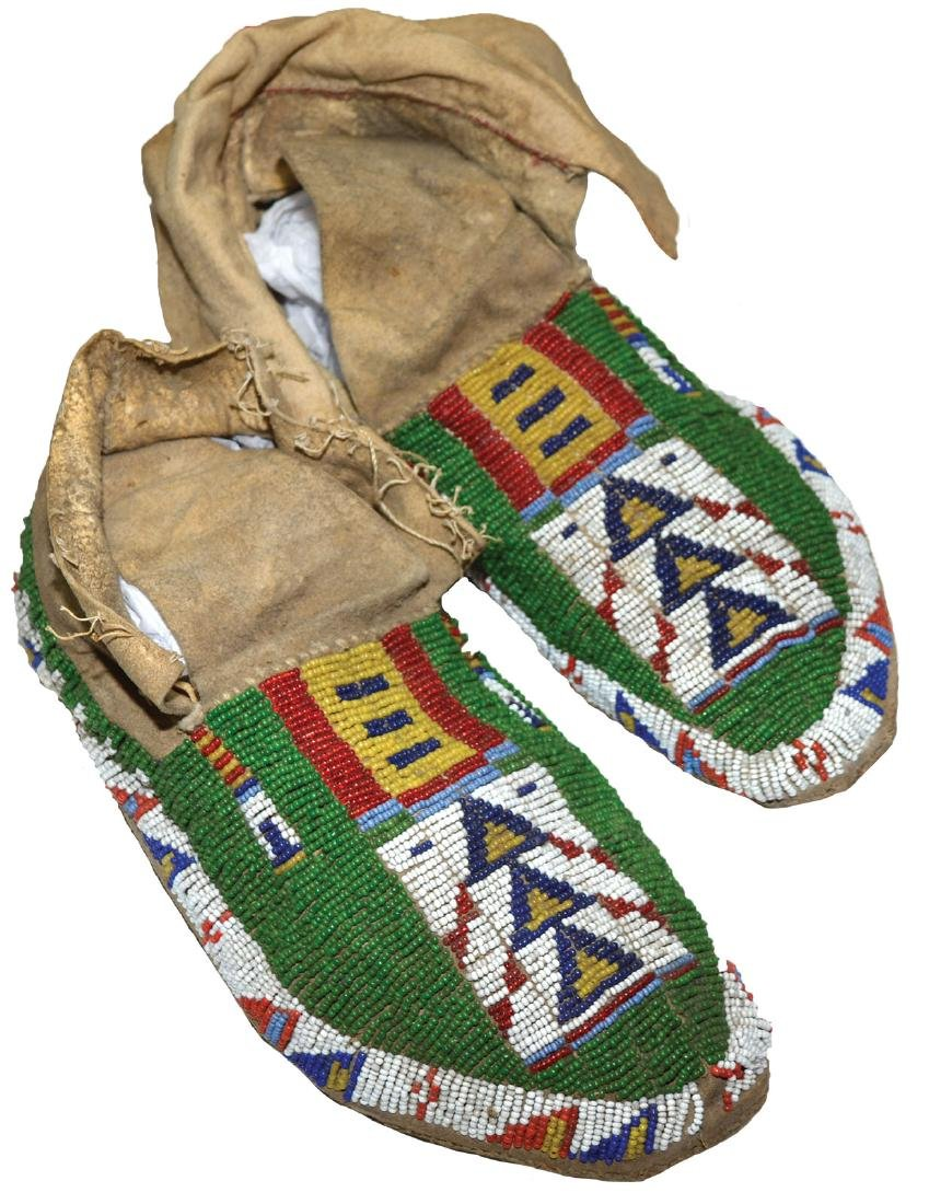 """9 1/2""""  Men's Moccasins.  Sioux.  Earl Townsend"""