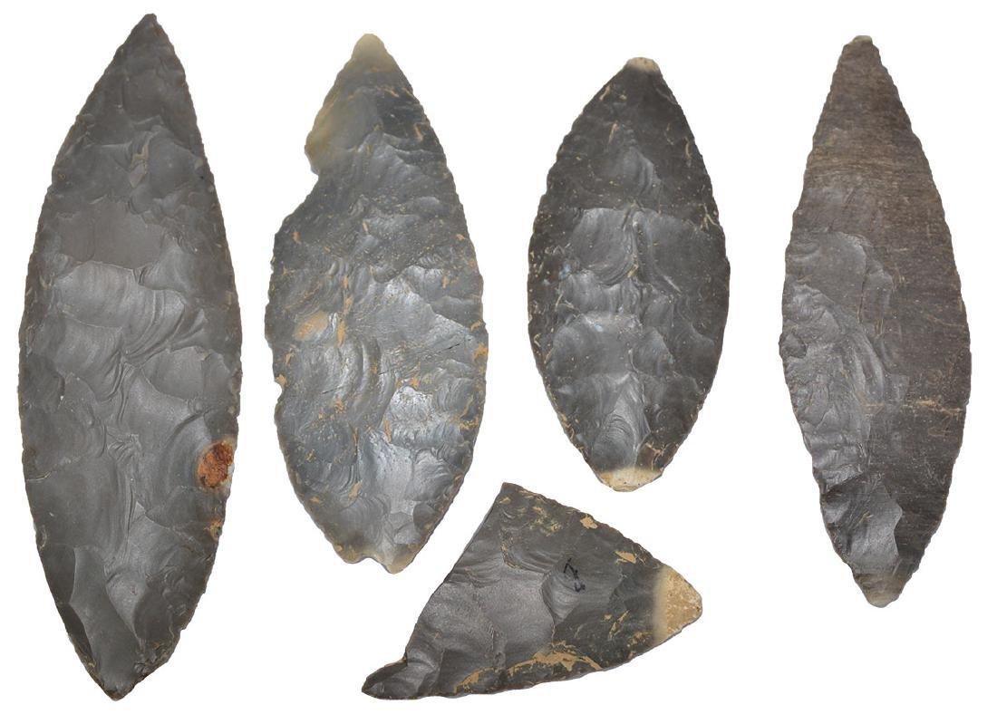 "Cache of 4 Adena Blades and 1 piece (2 5/8""-5 3/8"")."
