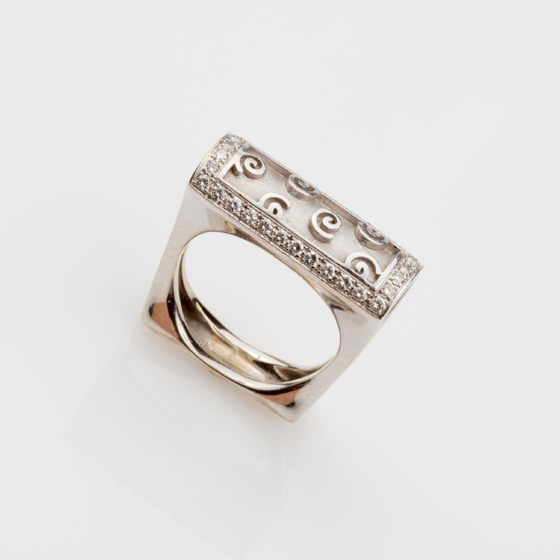 18K WHITE GOLD DIAMOND BOMBE' COCKTAIL RING