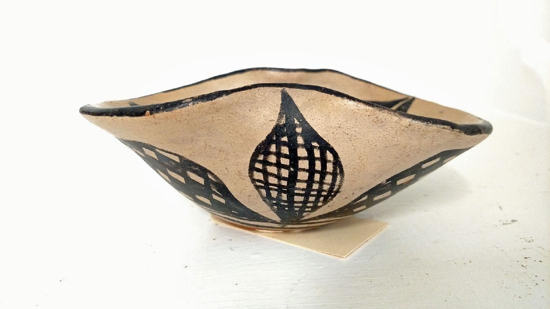 Santo Domingo Pueblo 'Pinched' Bowl