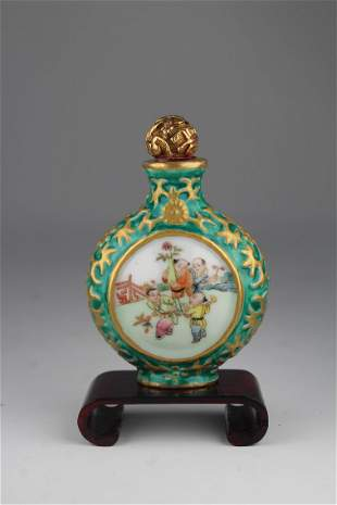 Qing, Gilt Famille Rose Chinese Snuff Bottle