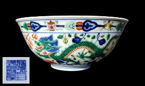 Wucai 'Dragon & Phoenix' Bowl, Qianlong Mark