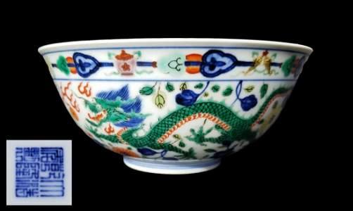 Wucai 'Dragon & Phoenix' Bowl, Qianlong Mark