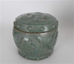 Chinese Song Dynasty Longquan Celadon Covered Jar