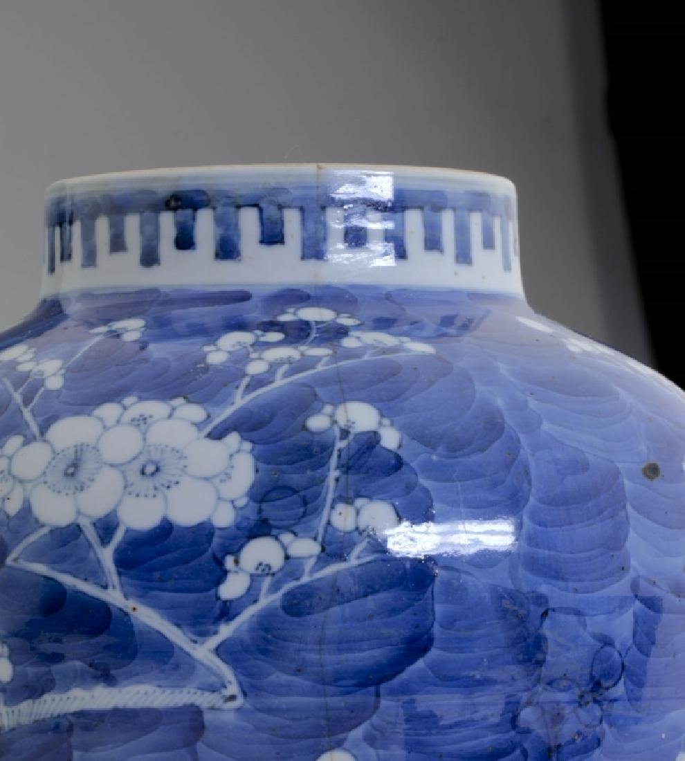 A Large Chinese Blue and White Jar and Lid - 5