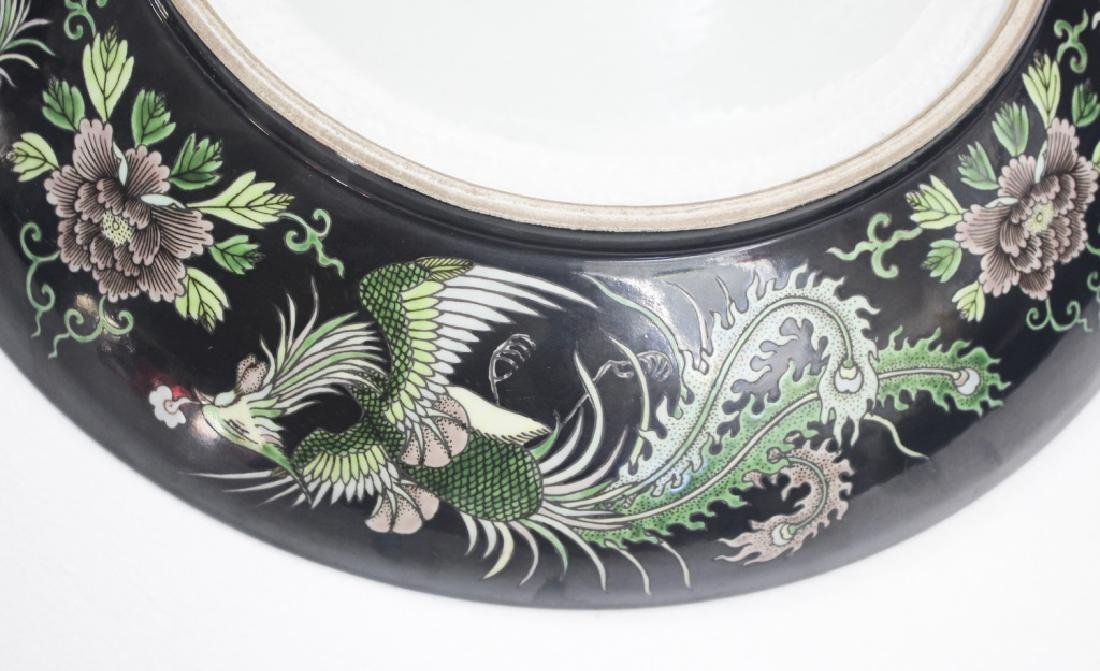Pair of large Chinese dragon and phoenix plates - 10