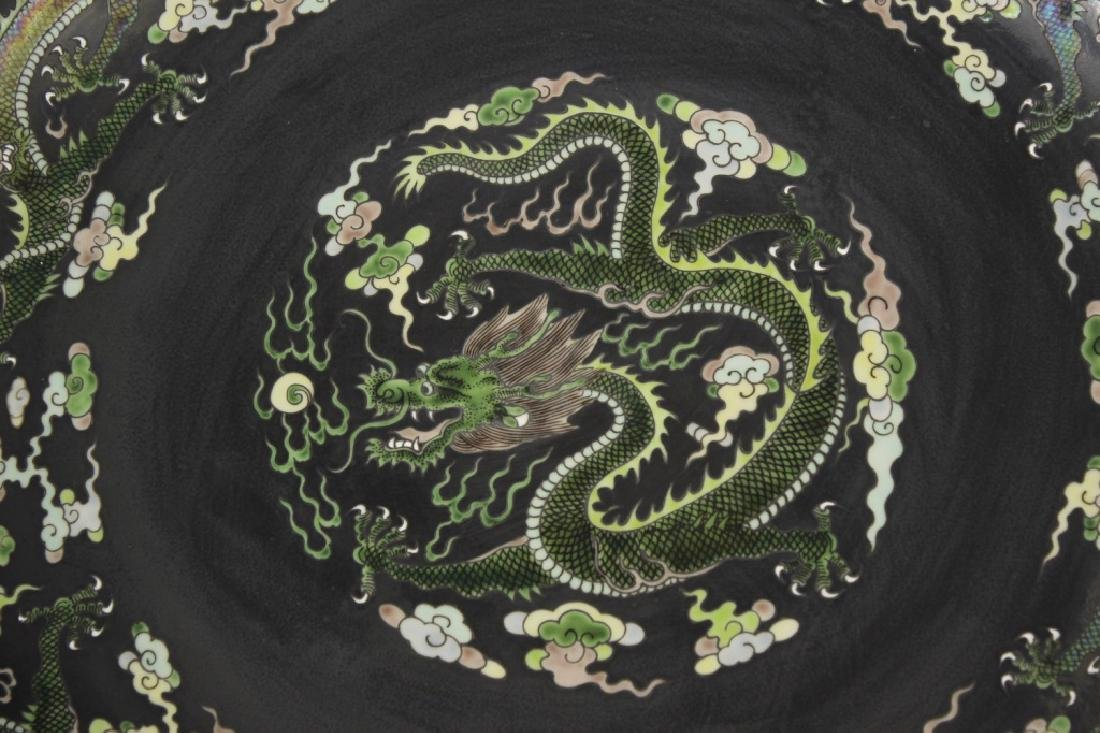 Pair of large Chinese dragon and phoenix plates - 5