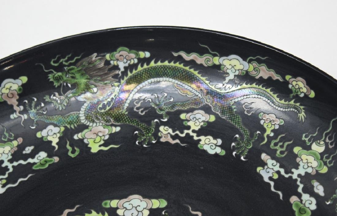 Pair of large Chinese dragon and phoenix plates - 6