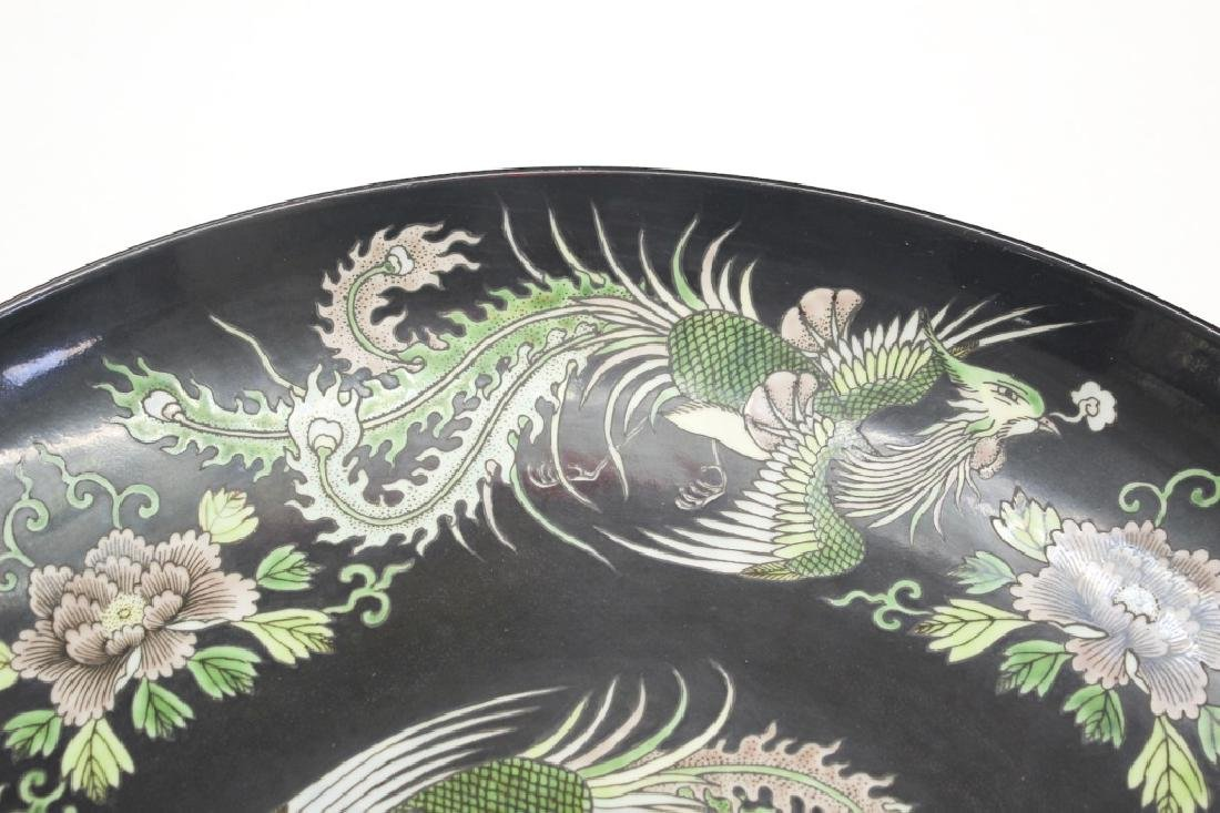Pair of large Chinese dragon and phoenix plates - 8