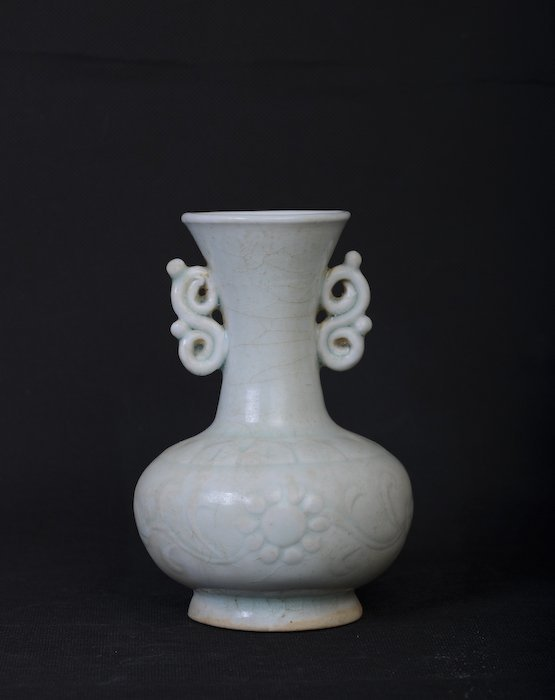A rare Chinese whitish vase with crackled enamel - 3