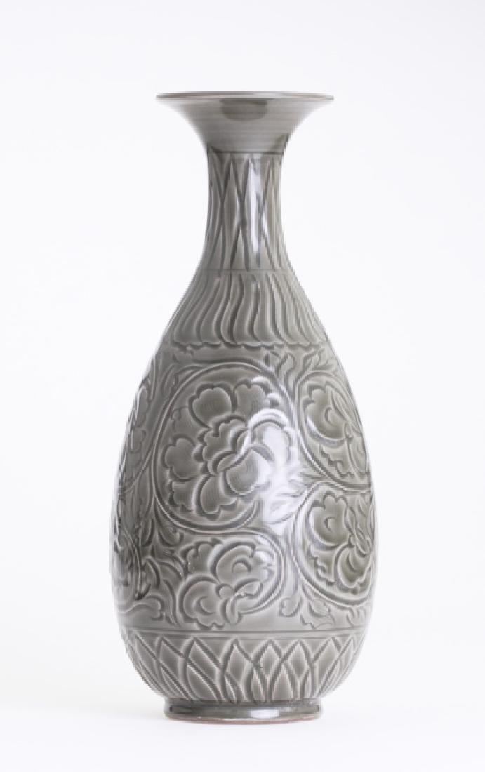 A large Chinese greenish Yao Zhou kiln vase - 3
