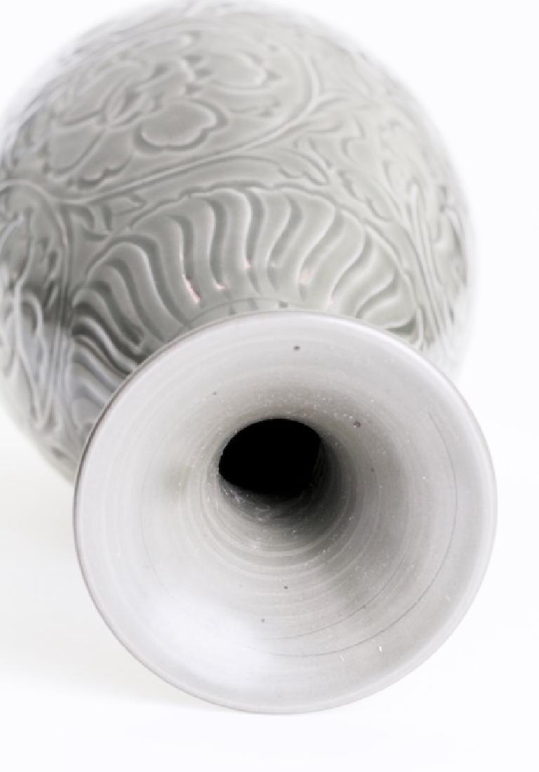 A large Chinese greenish Yao Zhou kiln vase - 4