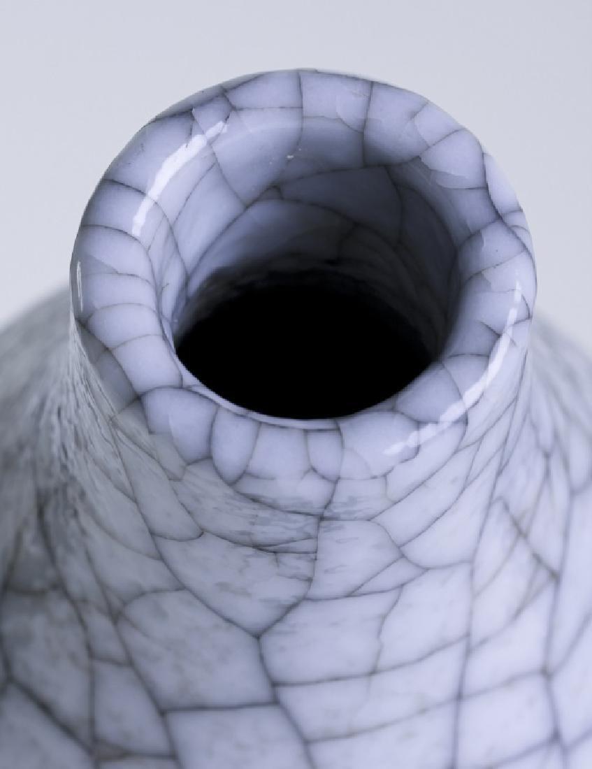 A Chinese Ge crackle enamel bottle gourd vase - 4