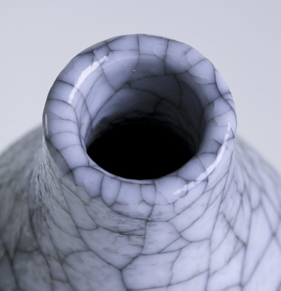 A Chinese Ge crackle enamel bottle gourd vase - 5